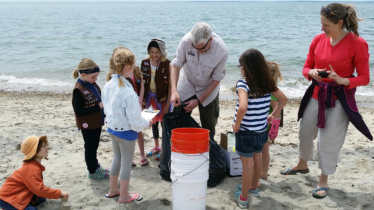 SEa Grant beach cleanup
